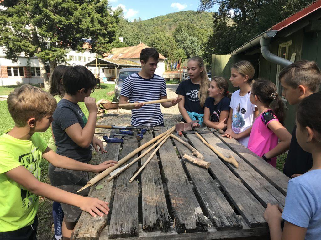 Žáci na praktiku